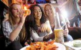 Vì sao sau uống bia rượu lại thèm ăn đồ mặn?