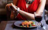 Tại sao người tiểu đường nên ăn tối đúng giờ?