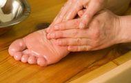 Bàn chân lạnh cóng vào mùa đông, khắc phục thế nào?