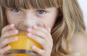 4 thực phẩm người lớn ăn tốt nhưng có thể gây hại cho trẻ nhỏ