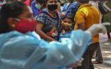 Thủ tướng Ấn Độ kêu gọi người dân đi tiêm vaccine và cẩn trọng