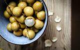 Những loại quả thơm ngon nhưng càng ăn nhiều da càng nổi mụn 'chi chít'