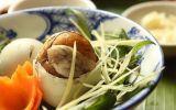 Vì sao trứng vịt lộn phải ăn kèm với gừng và rau răm?