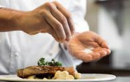 Lỗi ăn uống khiến bạn nhanh già, mỹ phẩm đắt tiền khó cứu vãn