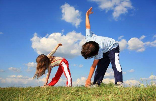 trẻ tập thể dục