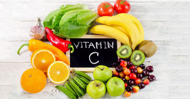Chế độ dinh dưỡng cho trẻ trong mùa hè - Ảnh 2.